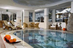 kristiania-leading-nature-wellness-resort-piscina-interna-2